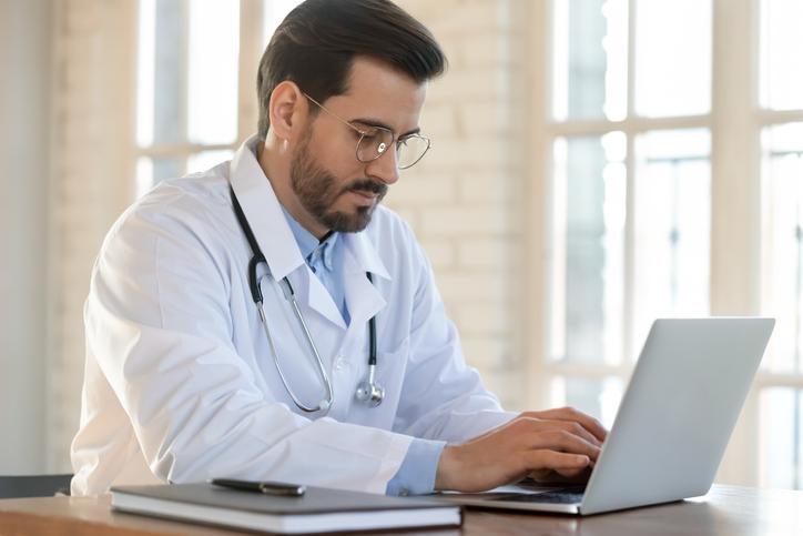 6 datos básicos que los pacientes esperan encontrar sobre un médico